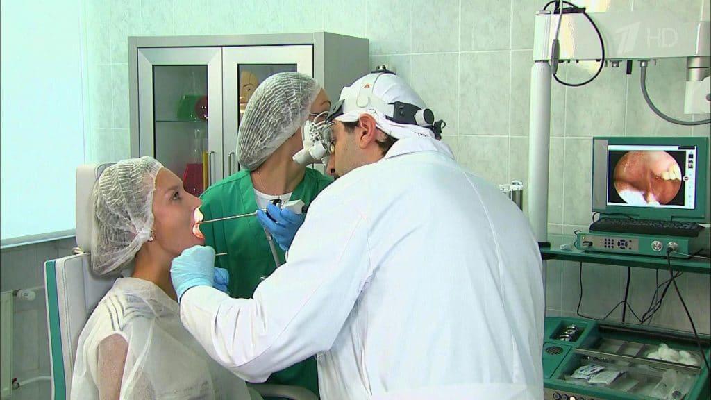 При проявлении симптомов тонзиллита необходимо обратиться к квалифицированному специалисту - Лор-врачу