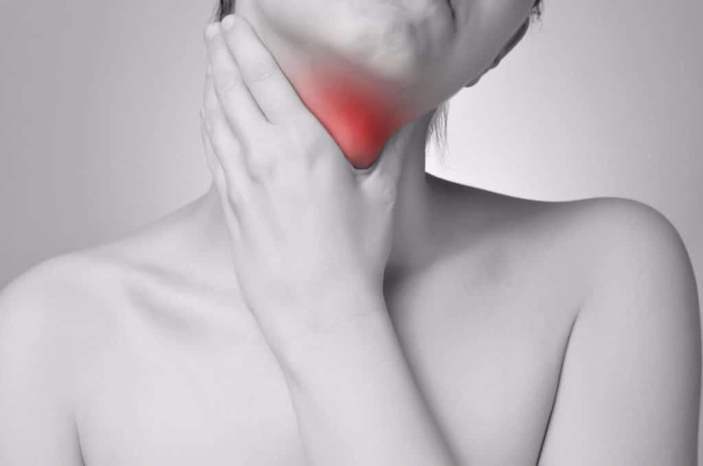 Первая помощь при отеке гортани Обнаружив у человека симптомы отека гортани или отек