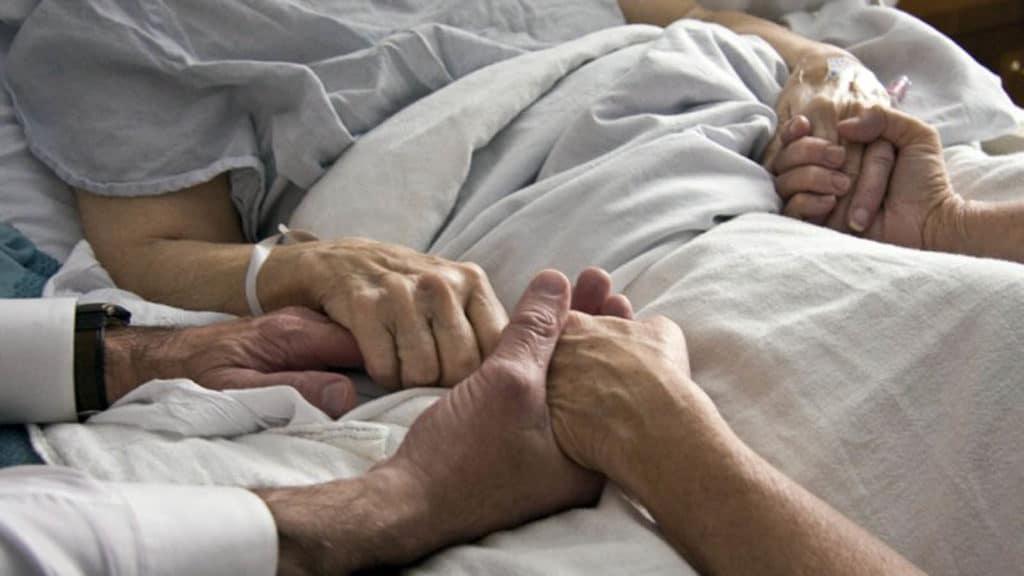 Забота близких людей очень важна для больных