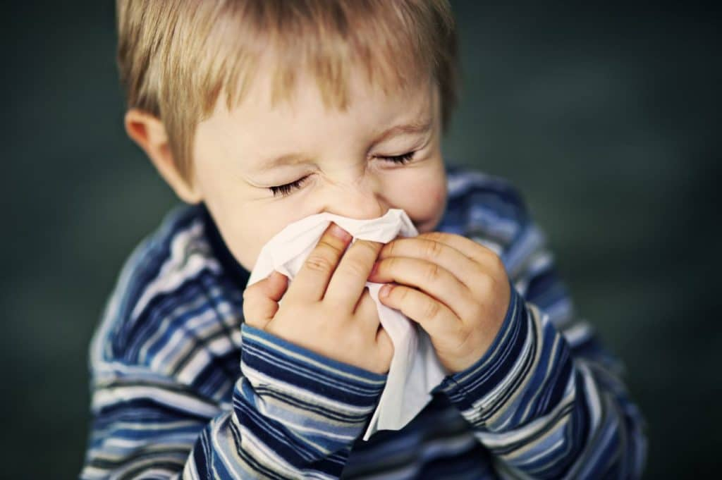 Насморк у ребёнка из-за аллергии