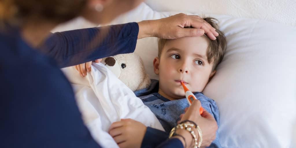 Температура и общее недомогание в числе основных симптомов простуды