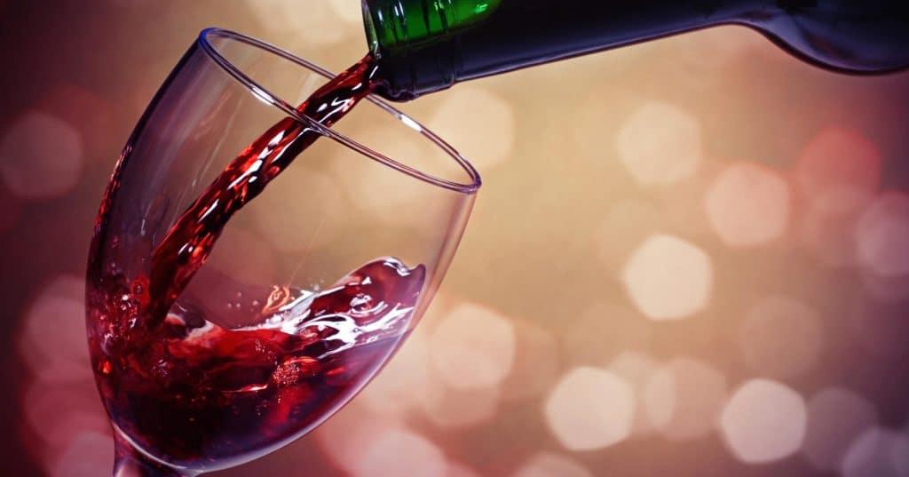 Лечение фарингита при помощи красного сухого вина
