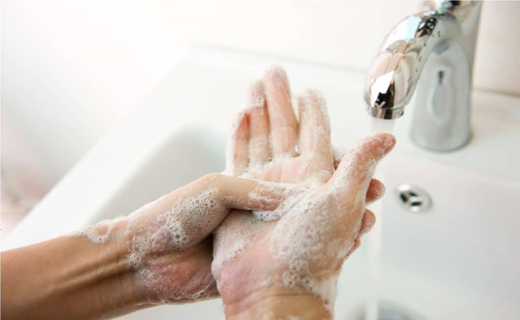 Грязные руки часто становятся причиной заражения хламидийным конъюнктивитом