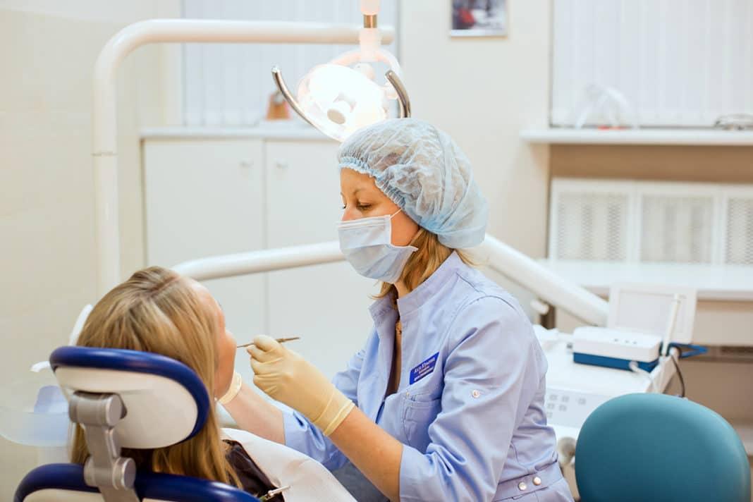 Диагностика тортоаномалии в кабинете у стоматолога
