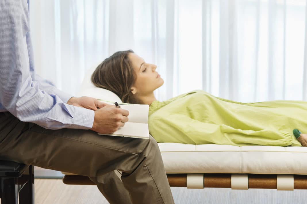 Прием у психоаналитика при психоневрозе
