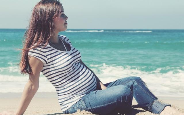 можно ли беременным загорать на море