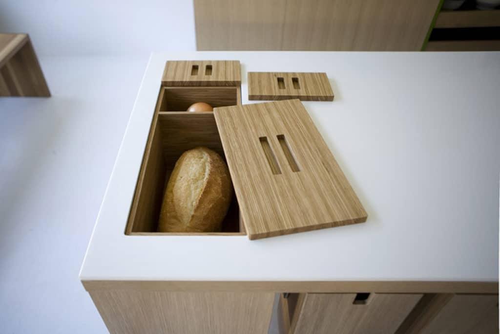 Хлебница в столе