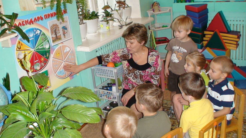 Коллективные занятия позволяют логопеду определить отношение ребенка к окружающим людям