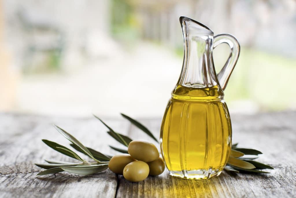 В первый день после ожога пищевода рекомендуется употребление оливкового масла каждые 2 часа