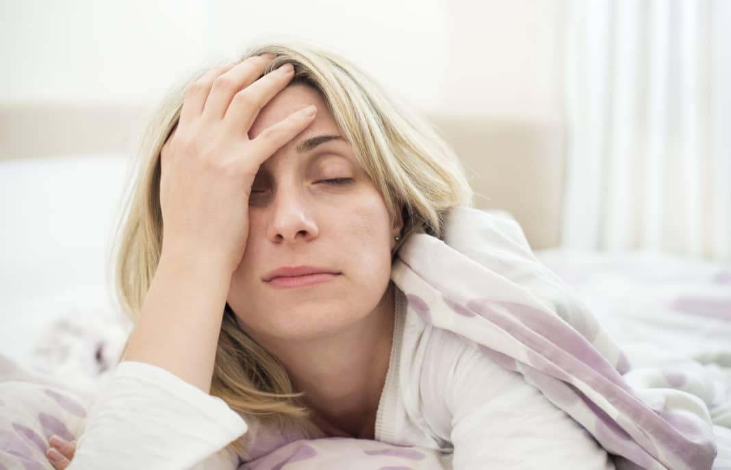 Задержка жидкости при климаксе, отечность под глазами. Причины и методики терапии отеков при климаксе: задержка жидкости в организме женщины