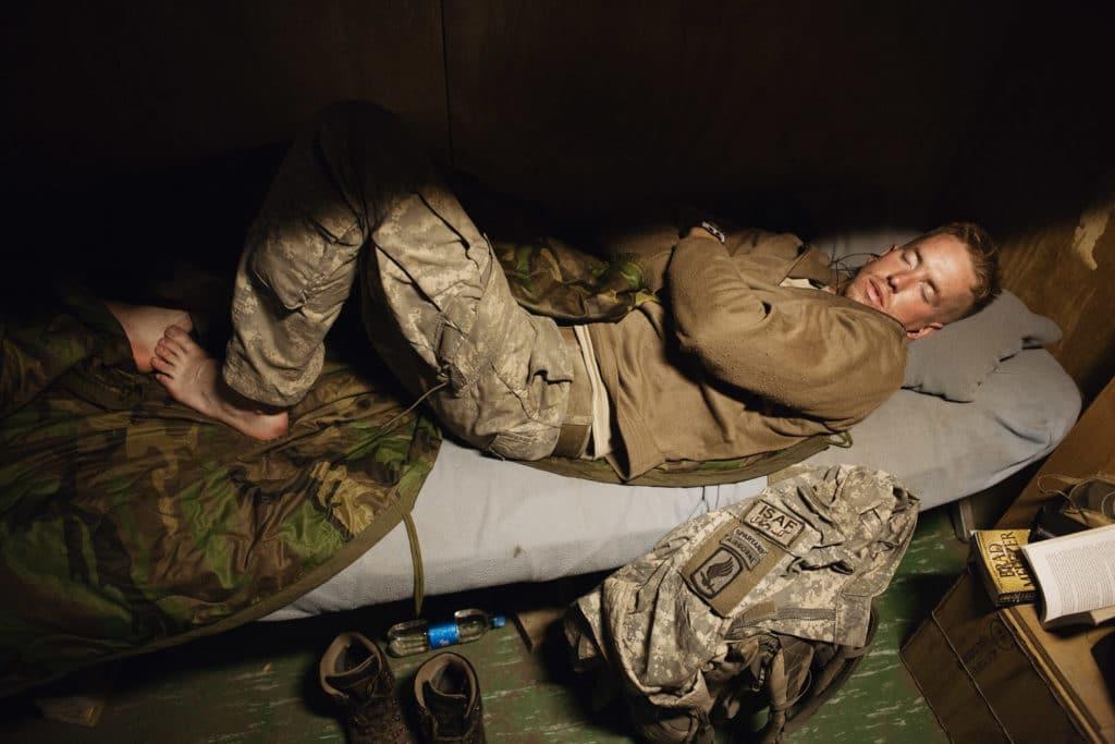 Как научиться быстро засыпать? Секретная техника американских солдат