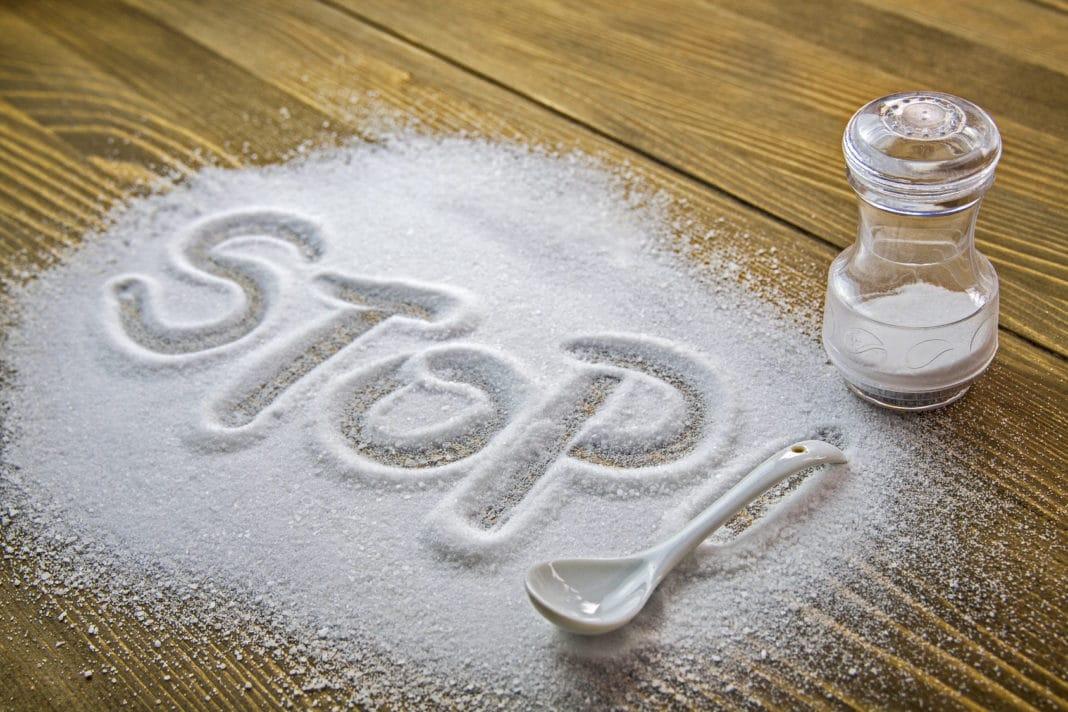 Почему ограничение соли при гипертонии полезнее только для женщин?