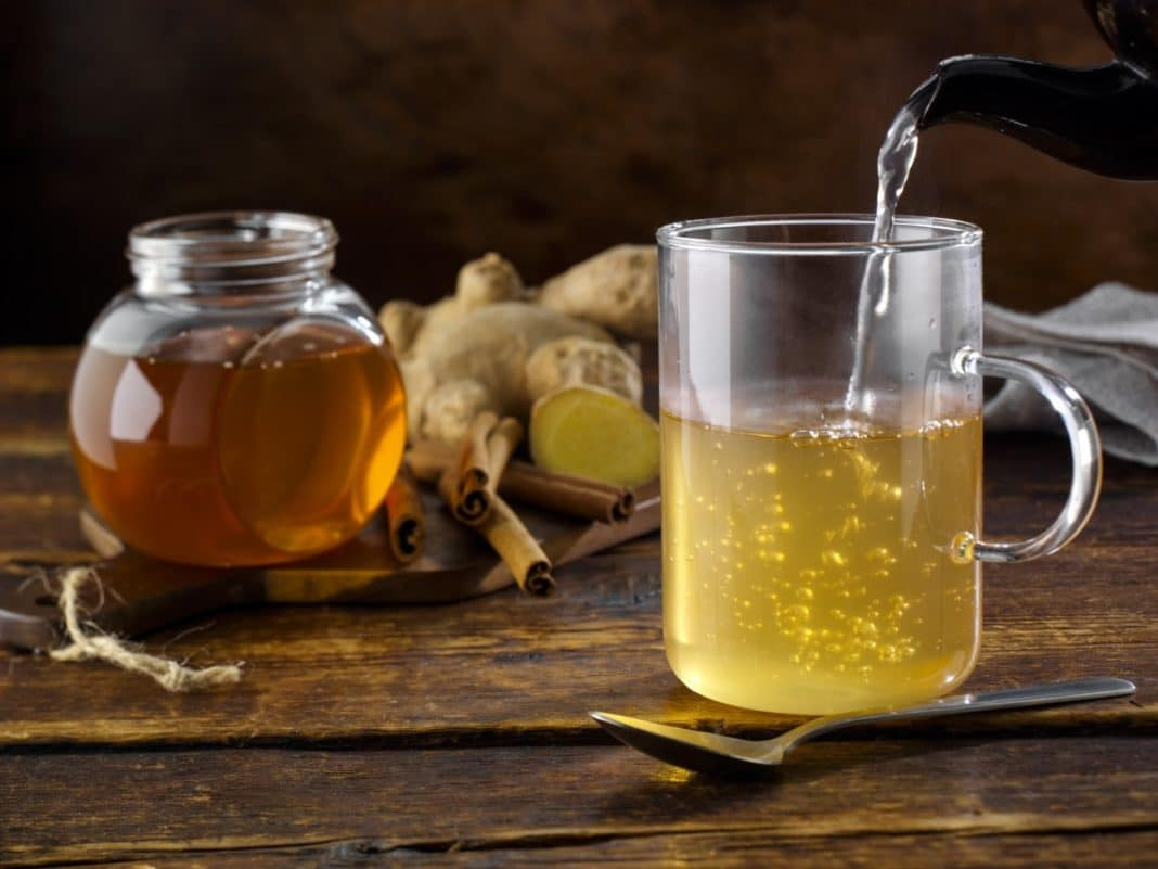 Какую пользу для организма принесет простая вода с медом?