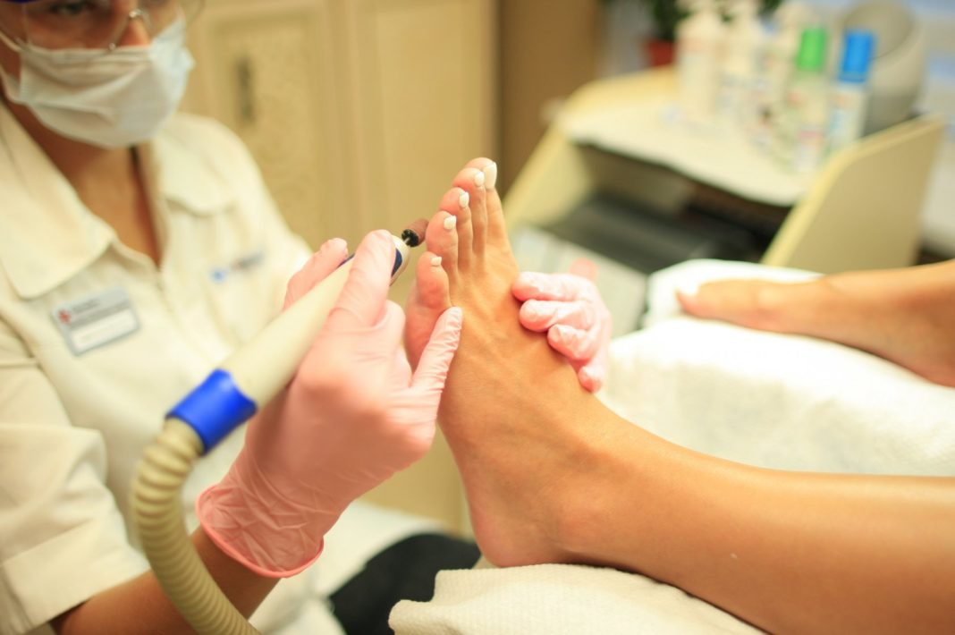 Педикюр при грибке ногтей
