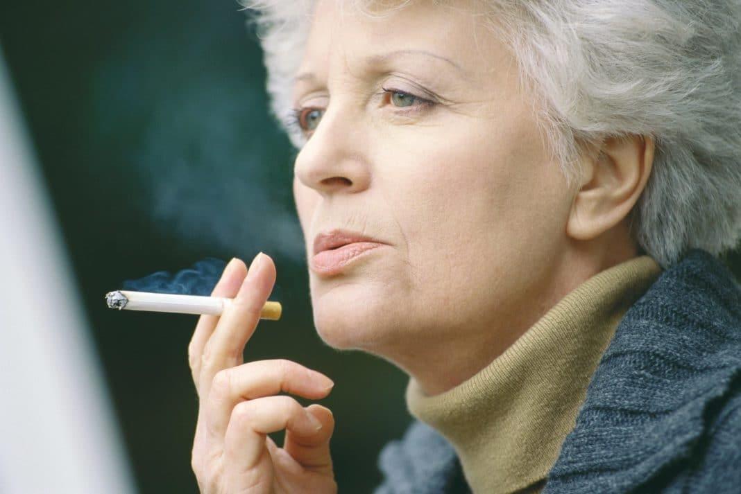 Чем грозит курение представительницам слабого пола после 50 лет?
