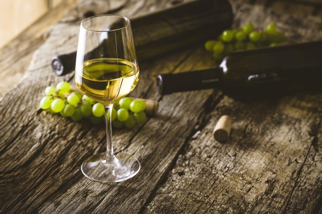 Белое вино повышает или понижает давление